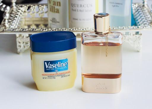 Dalam membuat minyak wangi anda sendiri adalah komposisi aromatik minyak. Tips Dan Cara Pakai Minyak Wangi Agar Tahan Lama
