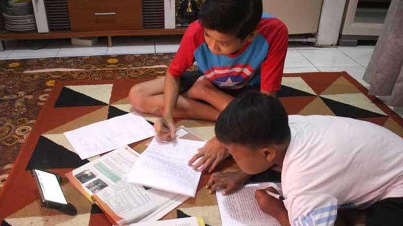 Karena Siswa Belajar di Rumah, Benarkah Guru Makan Gaji Buta Saat Pandemi?