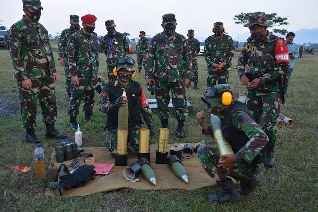 Pangdam III/Siliwangi Coba Mariam Howit 2 cr m2 A2 Senjata Berat Milik Yon Armed 5/Tarik