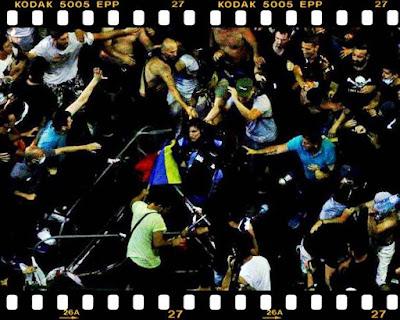 cine este femeia jandarm batuta la proteste