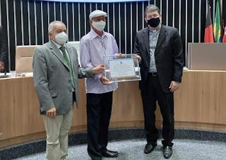 Alexandre Azedo, arquiteto da estátua de Frei Damião, recebe o título de cidadão guarabirense