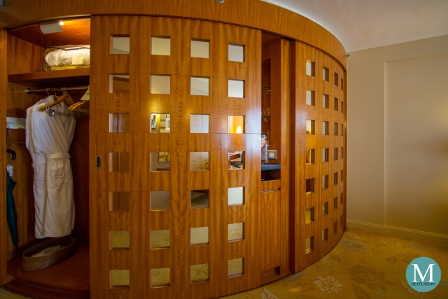 Deluxe Harbour View Room at Kowloon Shangri-La, Hong Kong