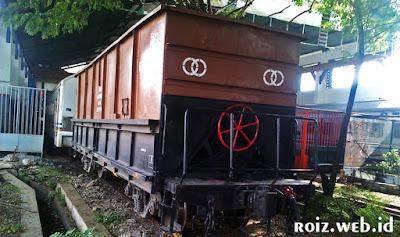 Perbedaan Kereta dan Gerbong !