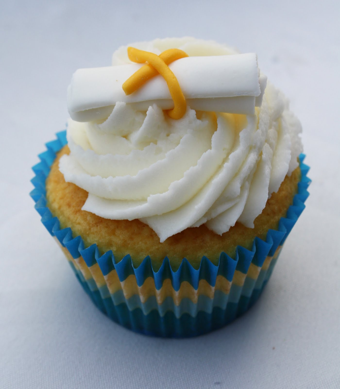 Graduation Cap Cake And Cupcakes Rose Bakes