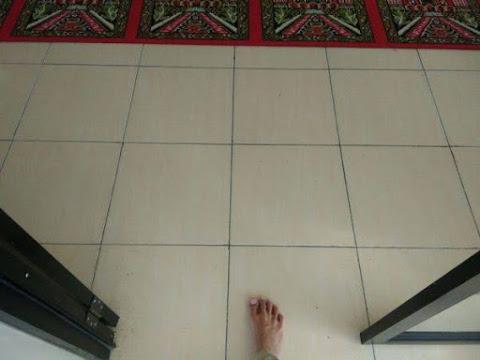 Memasuki Masjid Dengan Mendahulukan Kaki Kanan