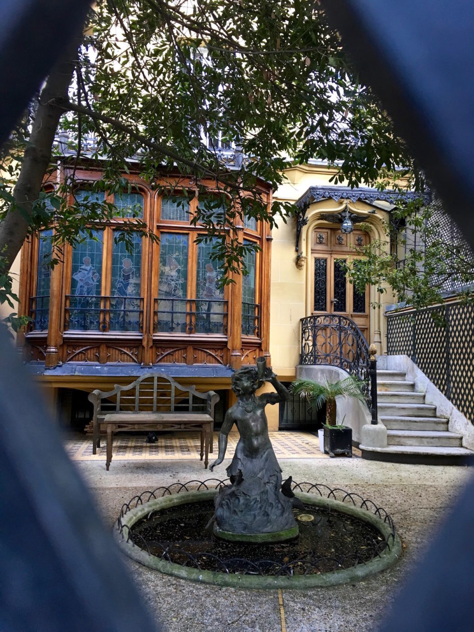 Magnificent villa exterior on the secret and private Avenue Frochot in Paris