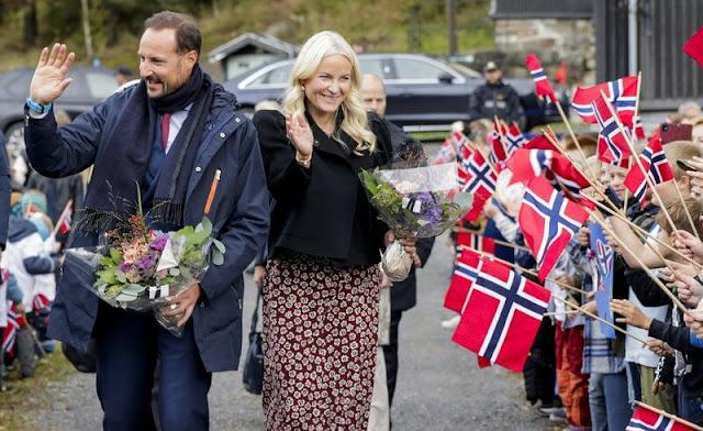 Crown Princess Mette-Marit wore a new floral print Petit fleur rouge long dress from Pia Tjelta