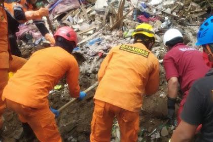 2 Korban Longsor di Nganjuk Ditemukan Meninggal Dalam Keadaan Berpelukan