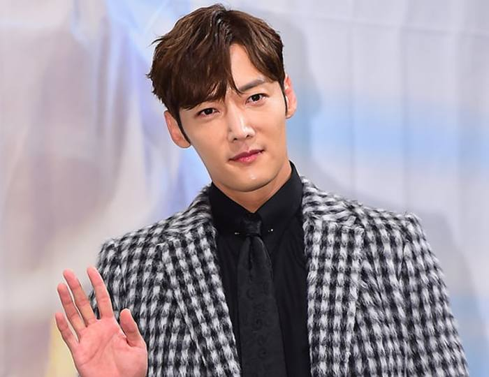 Choi Jin Hyukin starred in Zombie Detective