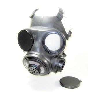 Gasmaske mit Objektiv-Abdeckkappen