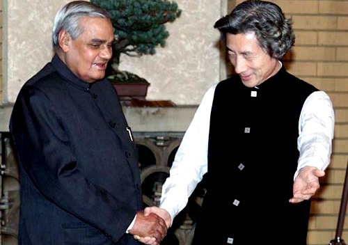 Image Attribute: The Former Indian Prime Minister Shri Atal Bihari Vajpayee calls on the Former Prime Minister of Japan Mr. Junichiro Koizumi in Tokyo on December 10, 2001.  Source: PIB, Government of India
