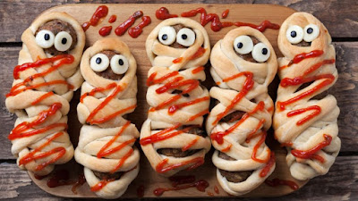 Рецепты выпечки на Хэллоуин, «Атака пауков» — имбирное печенье с шоколадом, Быстрая пицца «Дракула» на Хэллоуин, Быстрое шоколадно-овсяное печенье без выпечки, Десерт «Выколотые глаза» из мороженого, «Дом с привидениями» — пряничный домик Хэллоуин, Каннибал-печенье «Глаз» из воздушного риса, Кексы в паутине на Хэллоуин, Маффины «Веселая тыква» с шоколадной начинкой, Меренги-привидения на Хэллоуин, Мини-тортик «Ведьмина тыква», «Мозговые» кексы с глазурью, «Мумия» — сосиски в тесте, «Ноги гоблина» — печенье без выпечки, Ночь ожившего хлеба, «Пальцы гоблина» — печенье на Хэллоуин, Паучья пицца на Хэллоуин, Песочное печенье-скелетики, Печенье «Вуду» на Хэллоуин, Печенье на Хэллоуин Chocolate Chip, Печенье «Пальцы ведьмы», Печенье «Пальцы ведьмы» с шоколадом, Печенье «Привидения» с помадкой, Печенье со сливой «Сердечки», Пирожные «Паучок» без выпечки, Сахарные косточки и забавные привидения на Хэллоуин, «Сахарные тыквы» — печенье с глазурью, «Скелетики» — шоколадное печенье, Сладкий ужас. Идеи оформления тортов на Хэллоуин, Слойки «Тыковка на палочке», Сырный торт с шоколадными батончиками «Марс» на Хэллоуин, «Черная кошка» из печенья и шоколада, Шоколадные кексы с паутиной, Шоколадные мышки — пирожные без выпечки, Кошмарное меню на Хэллоуин или Кухня ведьмы (выпечка), Хэллоуин, блюда на Хэллоуин, рецепты на Хэллоуин, праздничные блюда, оформление блюд на Хэллоуин, праздничный стол на Хэллоуин, блюда-монстры, меренги, безе, сладости, сладости на Хэллоуин, десерты на Хэллоуин, блюда мз яиц, блюда из белков, печенье на Хэллоуин, торты на Хэллоуин, пирожные на Хэллоуин, пицца на Хэллоуин, выпечка на Хэллоуин, http://prazdnichnymir.ru/,рецепты на Хэллоуин, Halloween, All Hallows' Eve, All Saints' Eve, закуски на Хэллоуин, салаты на Хэллоуин, декор блюд на Хэллоуин, оформление Хэллоуинских блюд, праздничный стол на Хэллоуин, угощение для гостей на Хэллоуин, кухня монстров, кухня ведьмы, еда на Хэллоуин, рецепты на Хллоуин, блюда на Хэллоуин, оладьи, оладьи из тыквы, тыква, п