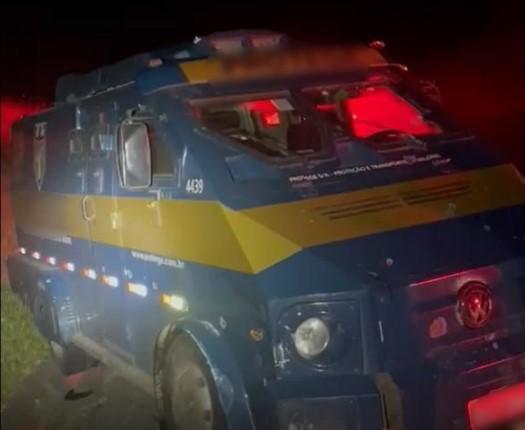 Tentativa de assalto a carro forte acaba em troca de tiros entre polícia e bandidos na BR 277