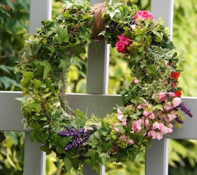 schöner Gartenkranz