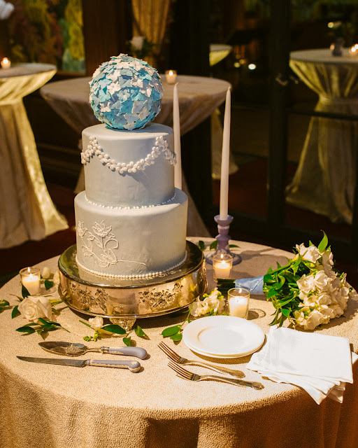 wedgwood inspired wedding cake