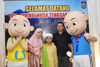 <b>Silaturahmi Dengan Gubernur, Upin dan Ipin Sumbang Rp542 Juta Untuk Korban Gempa</b>