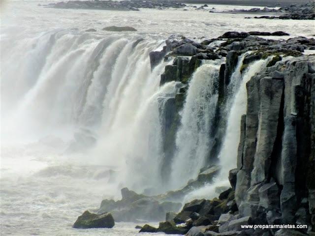 visitar la cascada de los dioses en Islandia