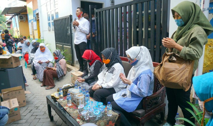 Sosok Fatmawati Rusdi hentikan Sosialisasi sejenak saat Azan Berkomandan