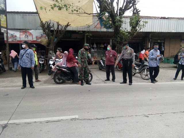 Kodim Sragen - Babinsa Kelurahan Gemolong Sosialisasi Pencegahan Covid-19 Di Ponpes Mahad Aisyiah