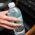 ΠΡΟΣΟΧΗ: Κίνδυνος από το πλαστικό μπουκάλι νερού που αφήνετε στην ζέστη