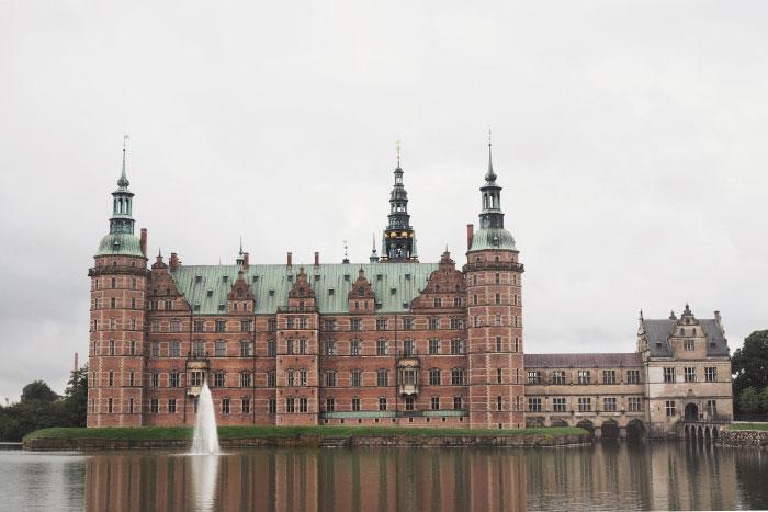 Depuis le parc du château de Frederiksborg au Danemark