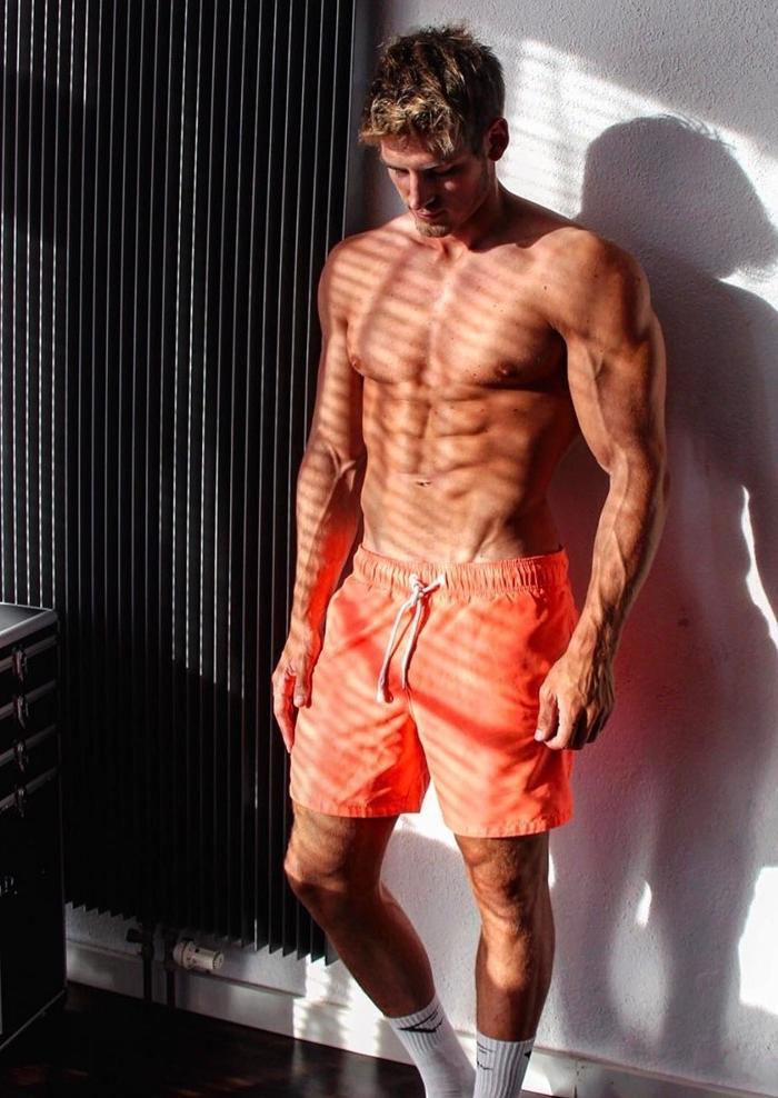 shirtless-wide-shoulders-dude-huge-veiny-muscle-pecs-biceps-sixpack-abs-orange-shorts-white-socks