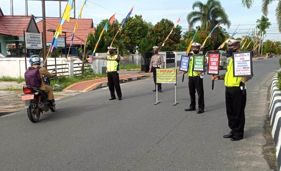 Satlantas Polres Pulpis Sampaikan Imbauan Pencegahan Covid-19 kepada Pengendara