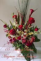 Onje dan Dendrobium pada rangkaian bunga yang cantik