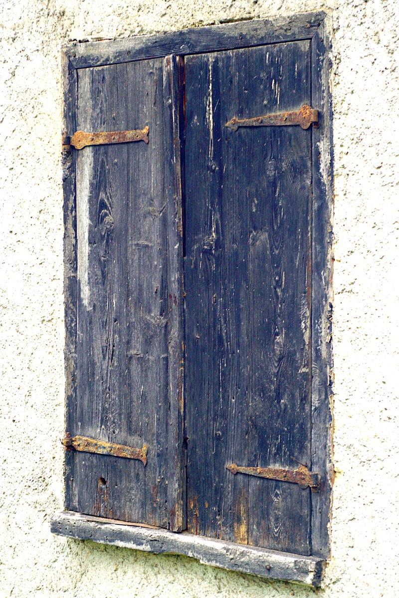 #185 Color-Magnolar II f4.5 60mm – Alte Fensterläden