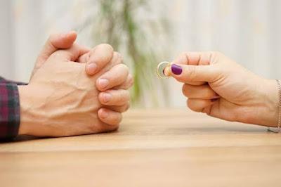 Suami Tidak Mau Menceraikan Istri