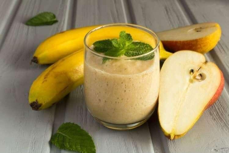 سموثي الموز والاجاص الصحي والمنعش