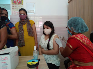 महिला स्पेशल बूथों पर दिखा आधी आबादी का उत्साह पहले दिन 63 प्रतिशत महिलाओं ने लगवाया टीका