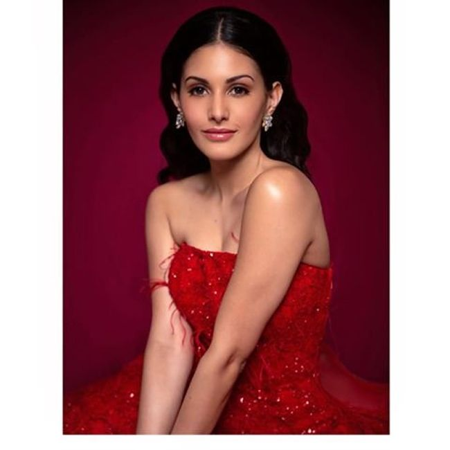 Actors Gallery: Amyra Dastur Awesome Pictures