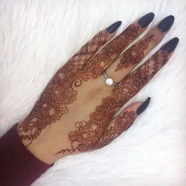 Small-flowers-henna-pattern