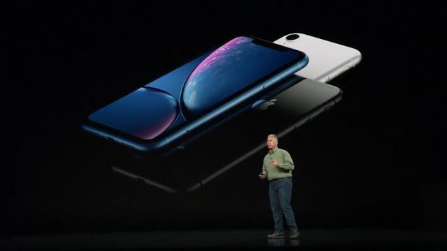 """A Apple apresentou o iPhone XR - com display LCD de 6,1 polegadas """"de ponta a ponta (os outros modelos XS têm telas OLED)."""