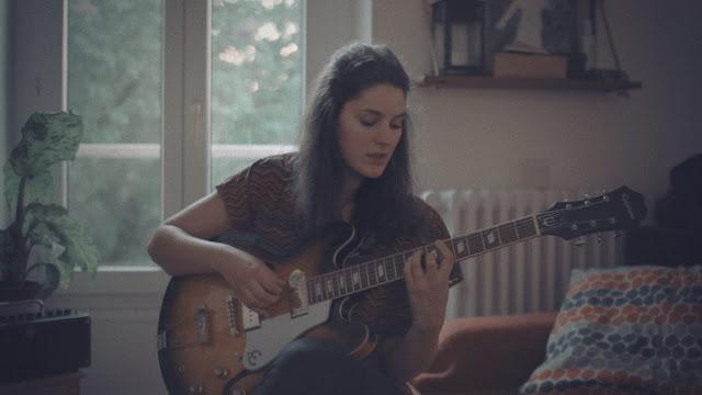 Le troisième single de l'EP Lava de Claire Days s'intitule Oslo.