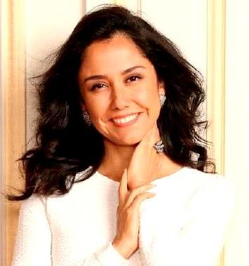 Foto de Nadine Heredia con bella sonrisa