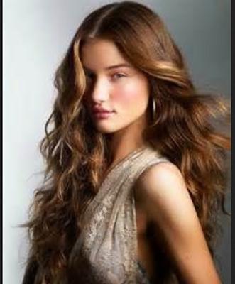 rambut layer dengan tamahan curly yang menawan