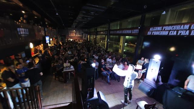 Texas Ranch Bar promove projeto Quarta do Riso com Renato Bartolomeu