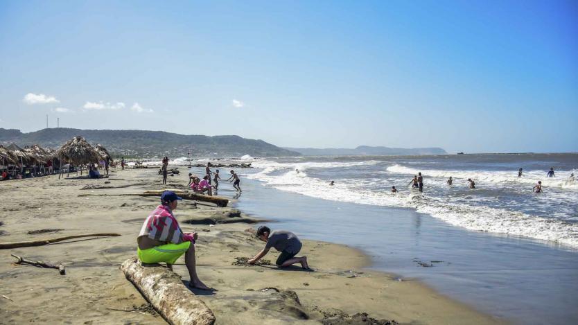 Municipios costeros del Atlántico trabajan en conjunto para reabrir playas