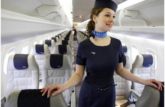هل تعرف لماذا تستقبلك المضيفات على باب الطائرة؟  صحح معلوماتك ... ليس الامر كما تعتقد