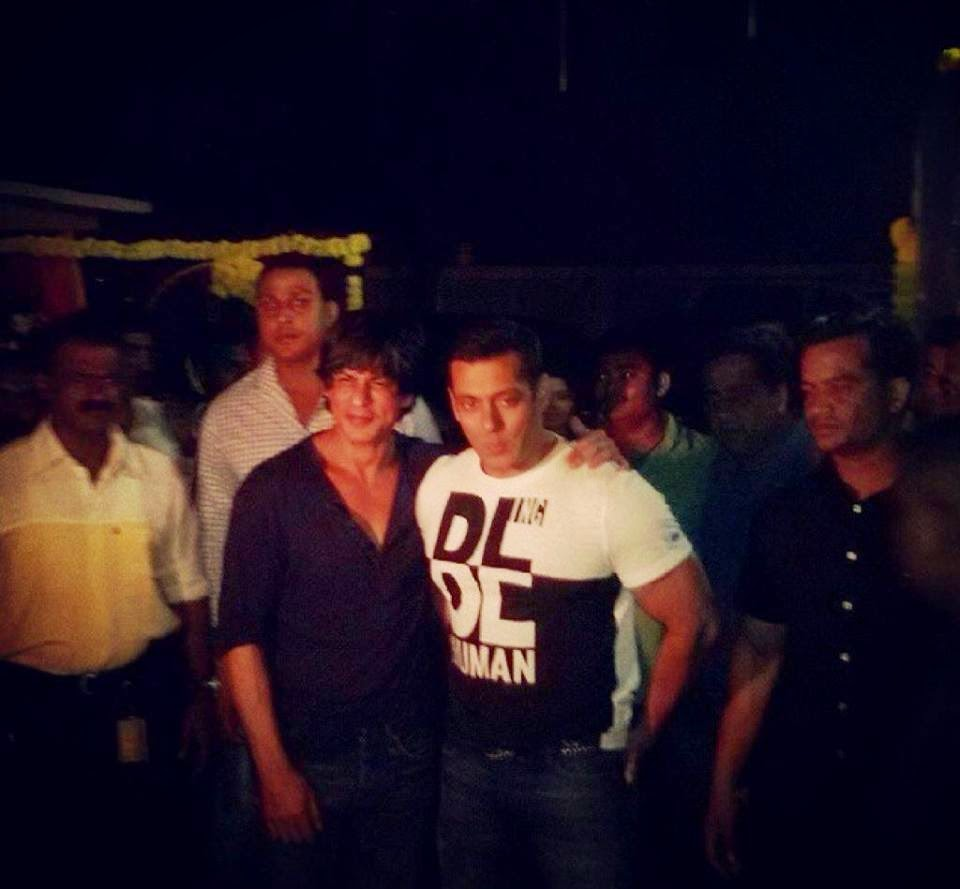 Shahrukh Khan at Salman Khan's Sister Arpita Khans Wedding ceremony
