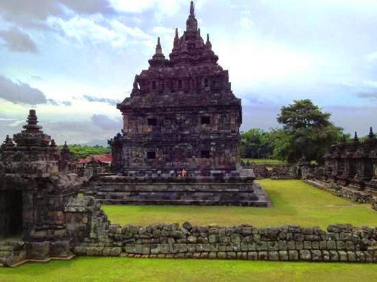 Candi Plaosan - Teras dan Stupa