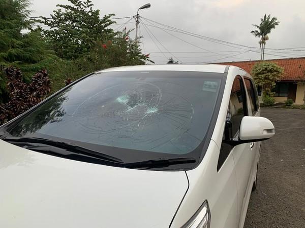 Detik-detik Gerombolan Brutal Rusak Mobil Eks Anggota DPR Wa Ode