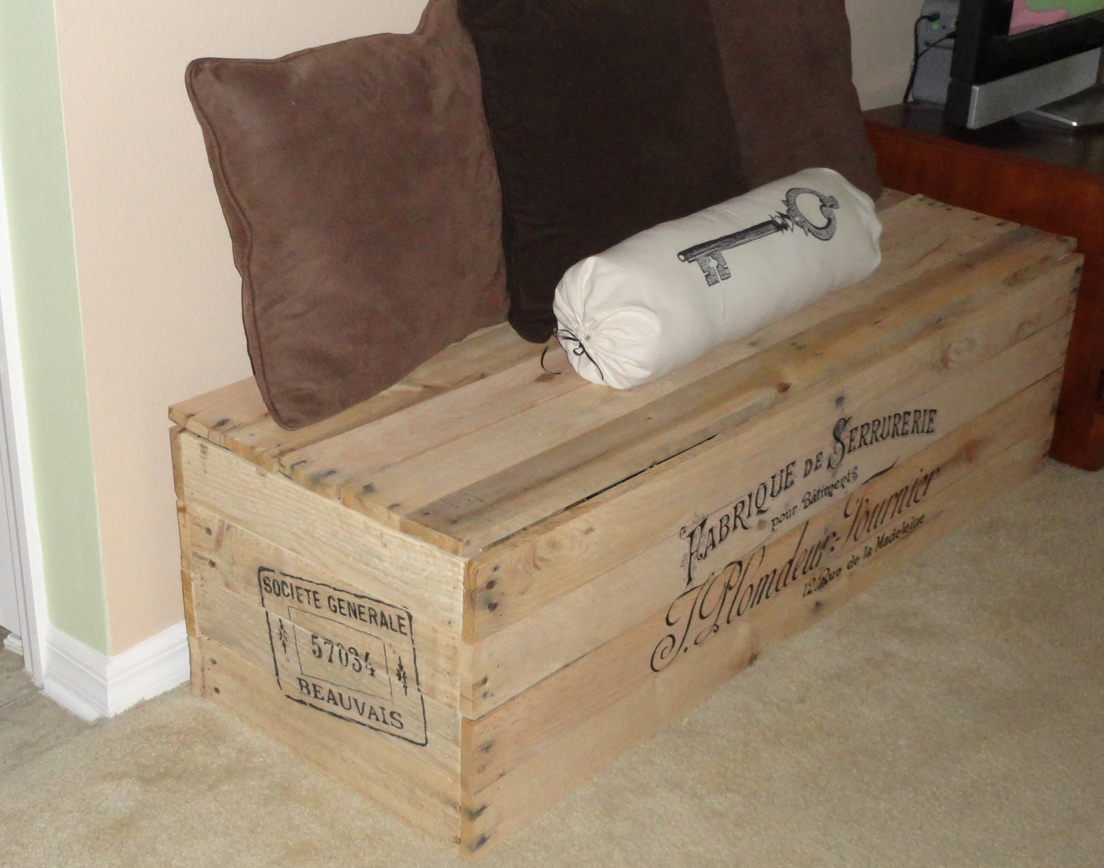 The Cheapskate Crafter Shipping Crate Storage Bench