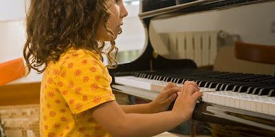 Cho Bé học nhạc cụ và những Lợi ích TO LỚN