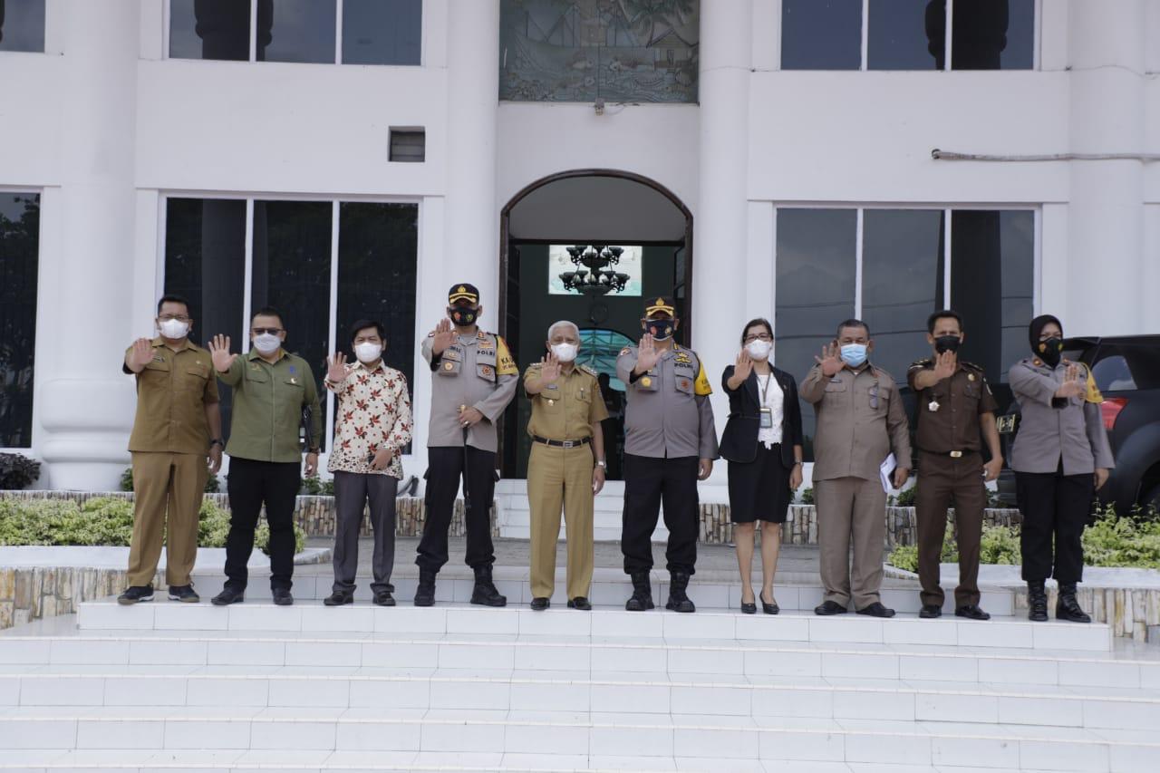 Irwasda Poldasu Serahkan Surat Keputusan Penunjukan Ke Pemkab Asahan Sebagai Calon Kabupaten Bebas dari Pungli Tahun 2021