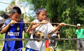 Permainan Senapan Bambu