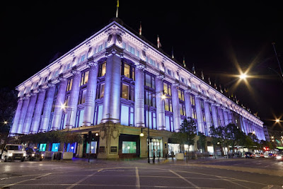 Imagem da fachada da loja Selfridgs em Londres