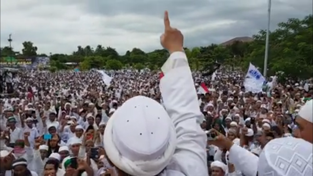 Ratusan ribu kaum Muslimin dalam Safari Dakwah 212 di Lombok NTB, Ahad (29/1/17)